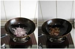 阳春面,3.炸葱油的同时将面条放入汤锅中煮熟,然后在盛面的碗中放入一勺葱油,放入盐。