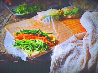 越南春卷 春天的小清新,青椒丝 (没有可省略 我有就顺便放上 做几个不同的搭配)