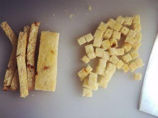 小芽早餐-日式炸猪排(烤箱版非油炸) ,将吐司边切掉(也可以不切掉的哈),然后切成正方形颗粒