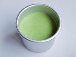 抹茶慕斯,将抹茶慕斯液倒入4寸加高活底蛋糕模,轻轻震去大气泡,送入冰箱冷藏3小时以上。