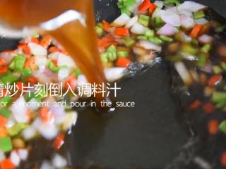 谁说厨神才会做,2分钟学会这道花开富贵鱼,清炒片刻倒入调料汁
