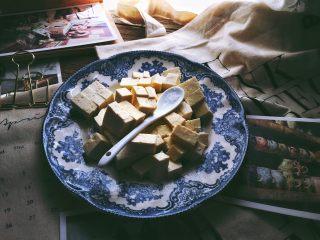 一清二白 久吃不腻的 小葱拌豆腐,加入味精