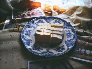 一清二白 久吃不膩的 小蔥拌豆腐,再豎著切幾刀