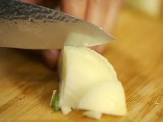 《食戟之灵》堇记炸鸡鸡肉卷,洋葱切丁
