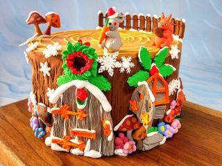 卡通树桩屋翻糖蛋糕