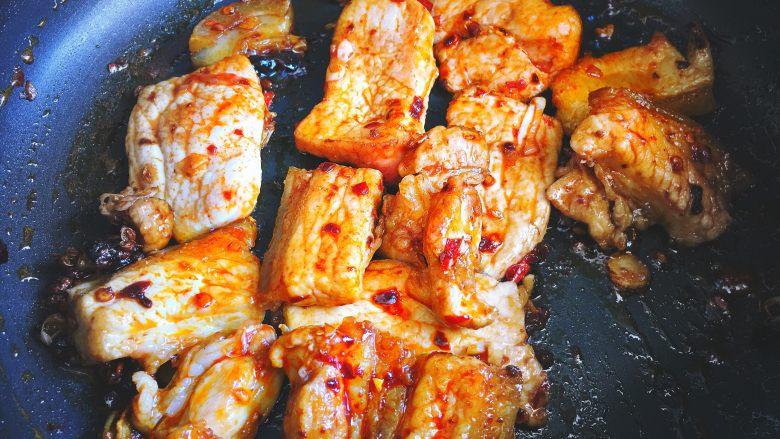 香辣过瘾 十分钟无油版 回锅肉,大火翻炒 炒熟肉片(尝尝不够咸可以放点盐)