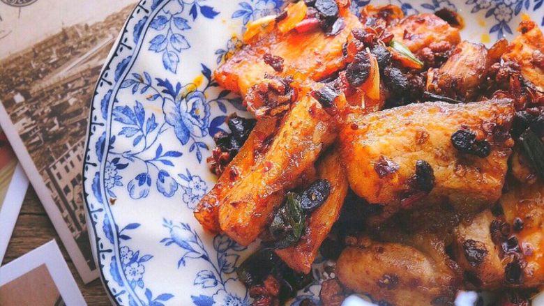 香辣过瘾 十分钟无油版 回锅肉,来个特写 味道比较重口 麻辣