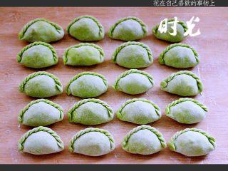 荠菜翡翠海鲜饺子,再来一张成品图