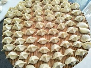 鱼馅饺子+槐花肉饺子,挤饺子,妹妹包的最好看