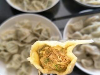 鱼馅饺子+槐花肉饺子,槐花肉的出锅啦