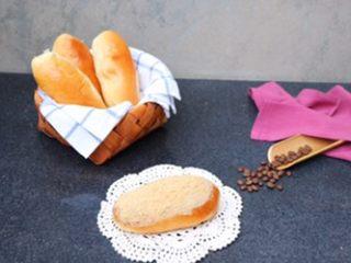 肉松面包,自己在家做,可是吃的时候再涂沙拉酱撒肉松