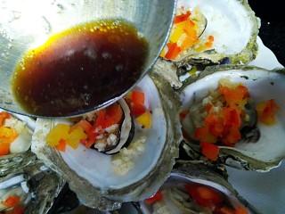 水蒸海蛎子+#人民的美食#,趁热淋在海蛎子上