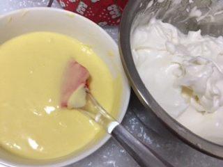 蔓越莓酸奶蛋糕,蛋黄蛋白都做好了。