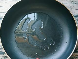平底锅披萨(土豆米饭),不粘锅平底锅放油。