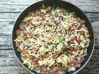 平底锅披萨(土豆米饭),再撒一层马苏里拉。