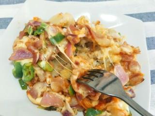 平底锅披萨(土豆米饭),装盘扒开,好拉丝,真的好好吃呀。