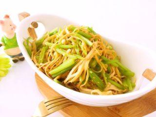 凉拌香芹干豆腐………凉拌菜夏季伴侣,装盘