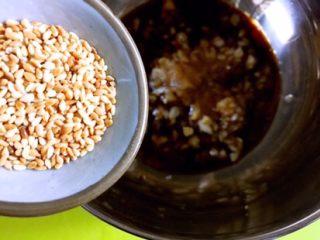 凉拌香芹干豆腐………凉拌菜夏季伴侣,倒入白芝麻(熟的)