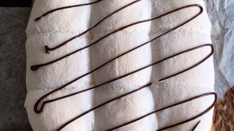 四种方式吃吐司,烤好的棉花糖可以再用巧克力酱拉几许线条