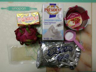 免烤快手高颜值的甜点——火龙果慕斯蛋糕 ,准备好所需要的原料和模具。