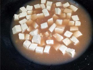 叉烧酱豆腐,调入适量叉烧酱;