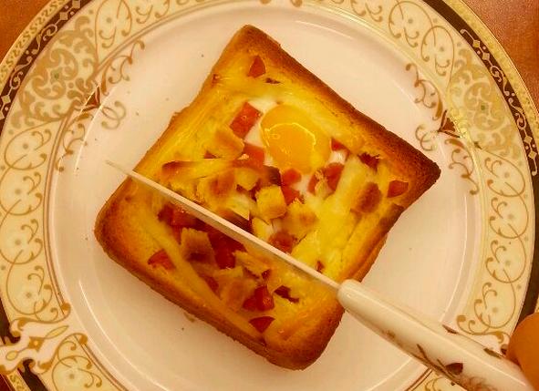 法式早餐 : 干酪太阳蛋吐司