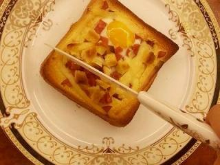 法式早餐 : 干酪太阳蛋吐司,美美地享用吧!