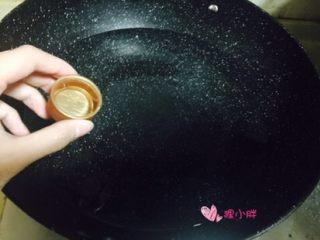班尼迪克蛋,锅内入水,多一点,加入白醋,大火烧开水