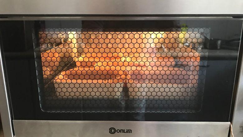 黄桃香酥面包,放入东菱烤立方进行二发,时间为30分钟。