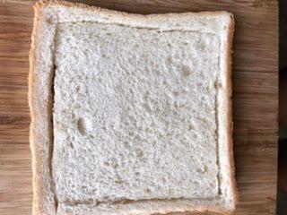 爆浆吐司,全麦面包特点是颜色微褐,肉眼能看到很多麦麸的小粒,质地比较粗糙, 但有香气。含有丰富粗纤维、维生素E以及锌、钾等矿物质,B族维生素丰富。 但微生物特别喜欢它,所以比普通面包更容易生霉变。 而白面包含有蛋白质、脂肪、碳水化合物、少量维生素及钙、钾、易于消化、吸收,食用方便,在日常生活中颇受人们喜爱。  无法说谁更胜一筹!只是家里随时备着白面包,饿了直接塞嘴里!