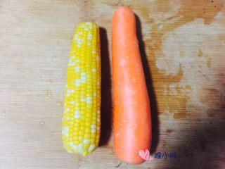 胡萝卜玉米骨头汤,胡萝卜和玉米洗干净,玉米我用的真空包装那种