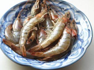 胡萝卜虾饺,虾10只,去壳去头。