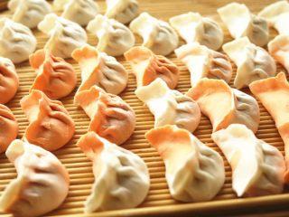 胡萝卜虾饺,全部包好,看着还是很壮观漂亮的。