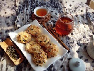 一口肉松小贝+#美食拔草大作战#,阳光大好,上午茶喝起来。