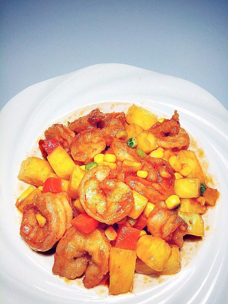 菠萝虾球,糖量要根据番茄酱和菠萝的酸甜度,酌情调整