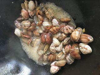 辣炒花蛤:让舌头欲罢不能的美味儿,将花蛤炒开口