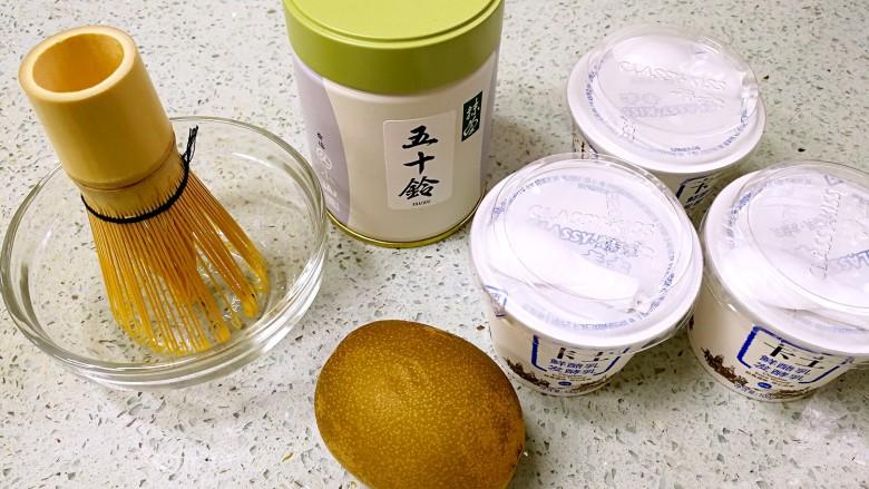 奇异果抹茶酸奶杯,准备好材料。