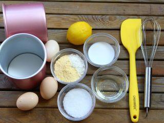 4寸小蛋糕,以上配方适用于2个学厨 4寸阳极戚风模具.准备好以上材料,可以做两个学厨4寸加高戚风模具。