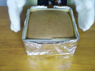 抹茶蜂蜜蛋糕,出炉后震出热气
