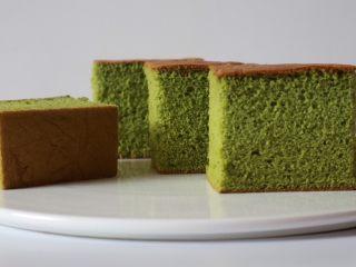 抹茶蜂蜜蛋糕,冷藏一天后切块享用