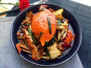 姜葱炒白蟹,关火,装盘。