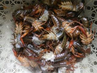 麻辣小龙虾,所有弄好之后,再次清洗一遍!
