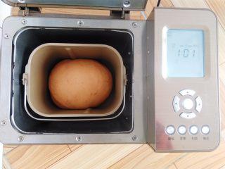 番茄咸肉面包,冬天气温比较低,一发30分钟左右