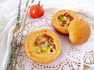 番茄咸肉面包,吃惯了甜面包,这个咸味的面包吃起来真不错