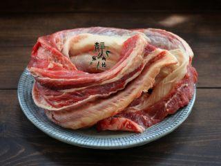 好看更好吃的红烧牛肉面,做红烧牛肉,要选择牛腩或是牛肋条肉,这两个部位的牛肉适合红烧。