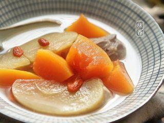 木瓜苹果瘦肉汤,习惯性的来个特写,色诱一下亲们的味觉。