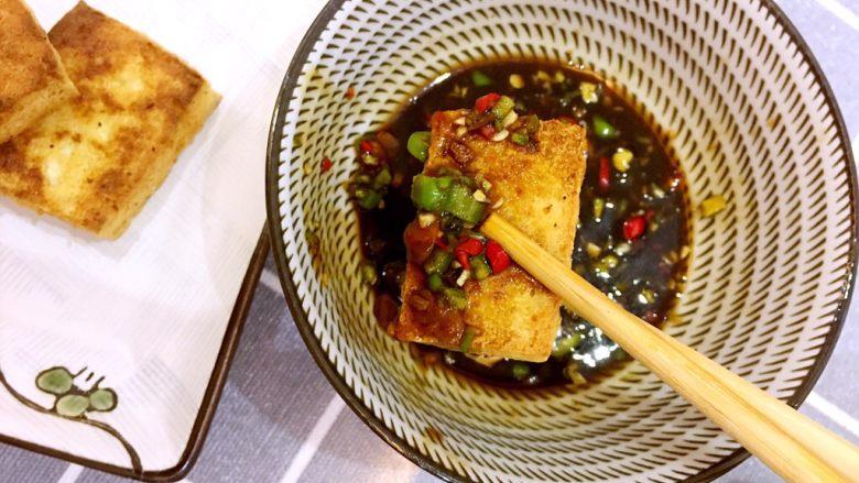 煎卤水豆腐沾调料