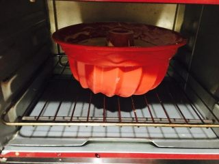 萨瓦林蛋糕,底层,170度,25分钟。