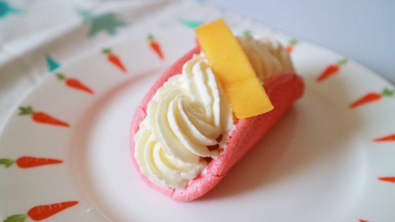 红丝绒芒果蛋糕,再摆上水果进行装饰