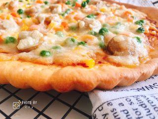 西班牙香肠披萨(快手版),菊花边非常漂亮。